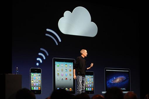 再びジョブズが登壇。iCloudをプレゼンだ。