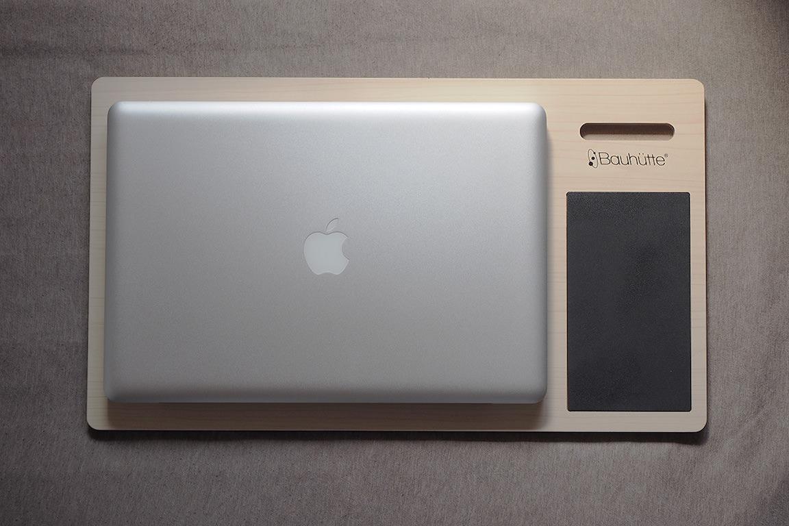 MacBookPro17インチを置いてみると、こんな感じ。