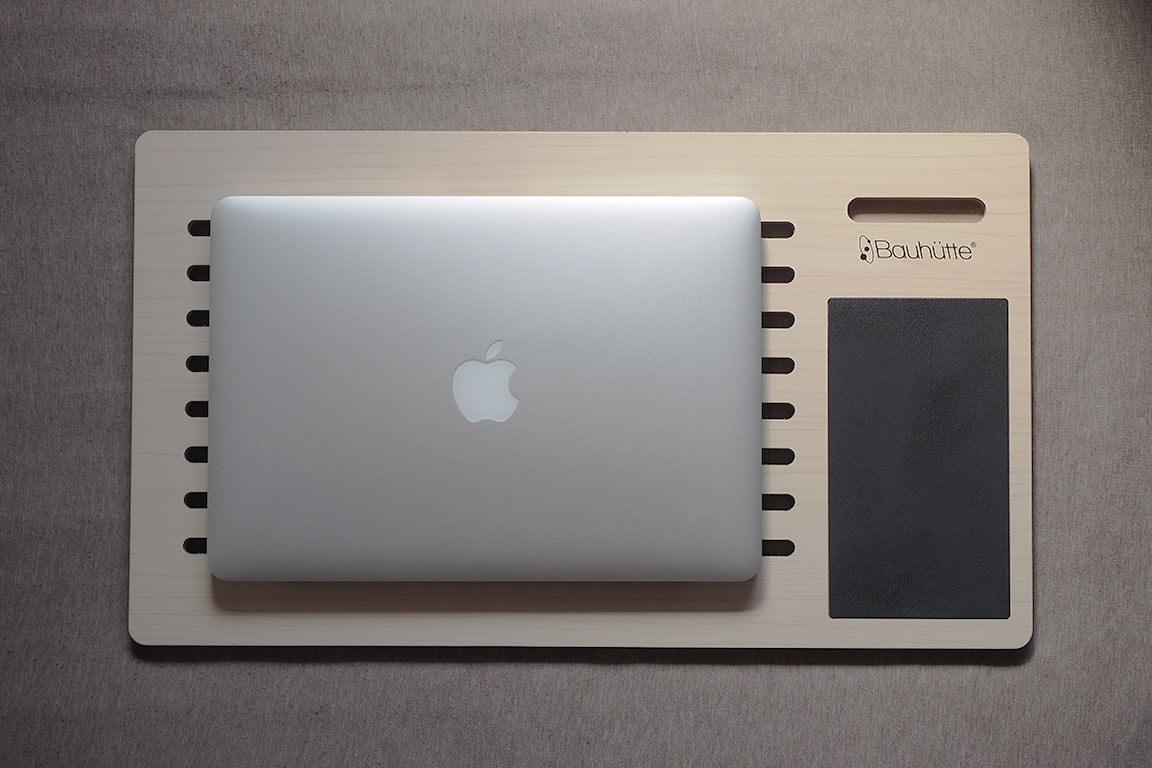 MacBookPro13インチを置いてみると、こんな感じ。