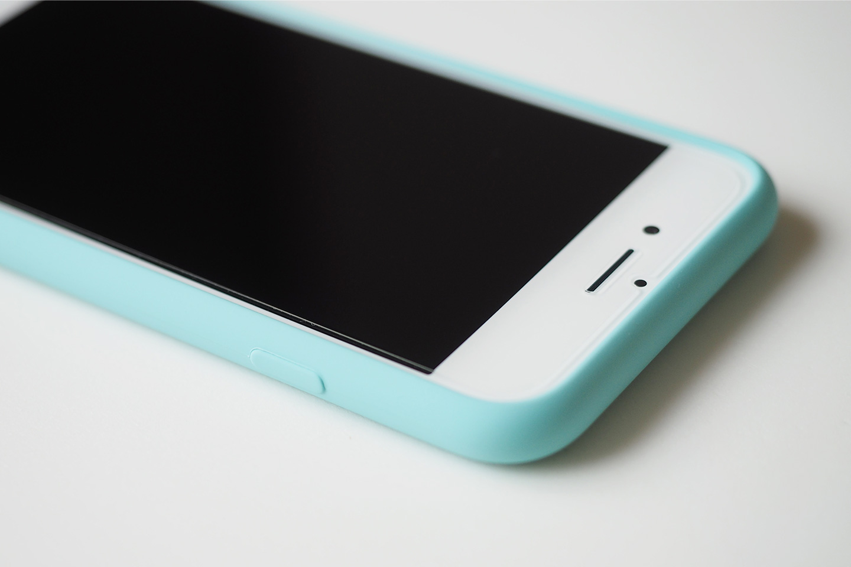 iPhone 7 シリコーンケース装着時 スリープボタン。