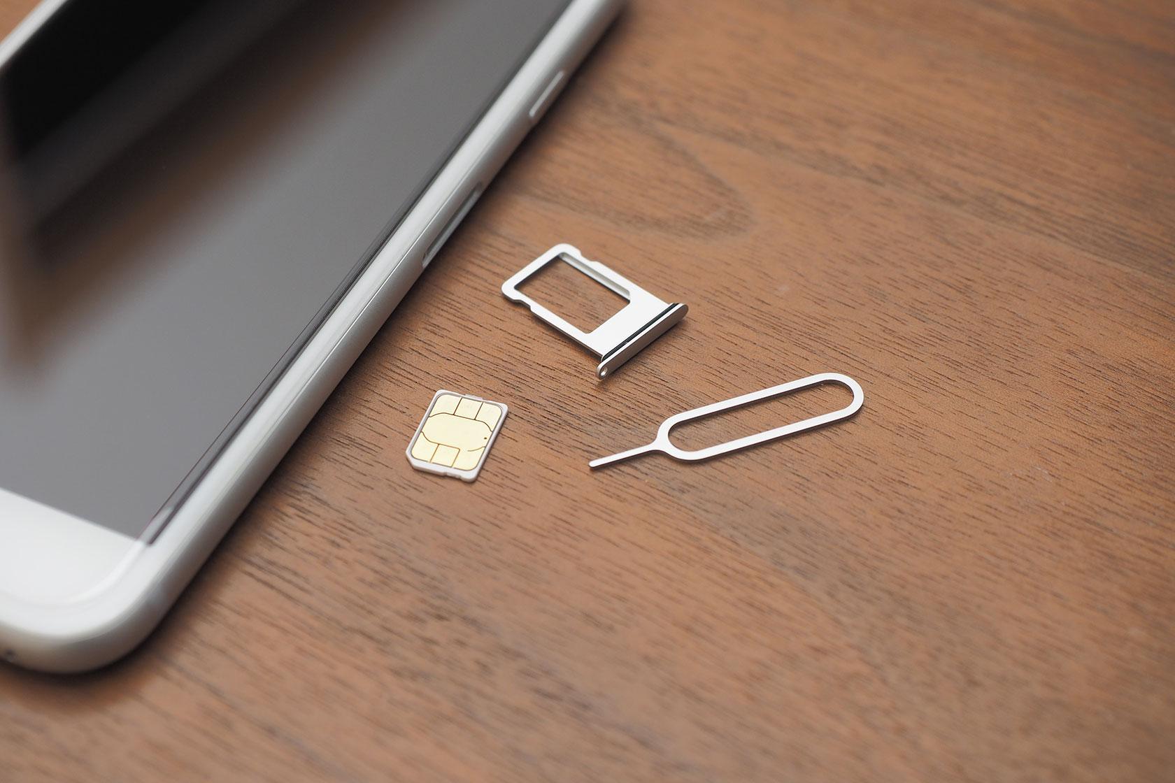 機種変更2- iPhone 7 からSIMを抜く