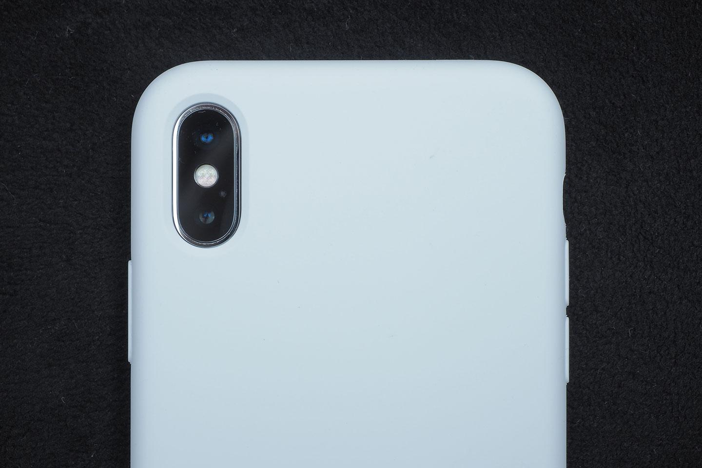 BepackをiPhoneXに装着してみたらカメラレンズ穴もぴったり。