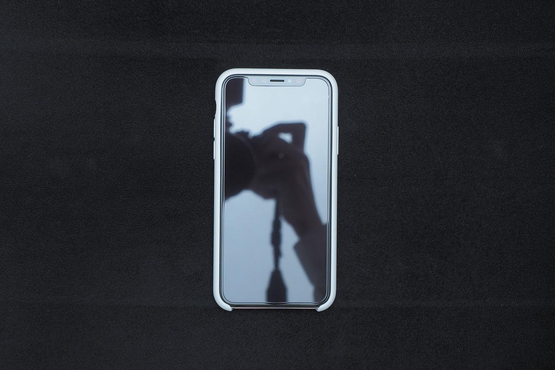 BepackをiPhoneX(XSではない)に装着したところ。前面。