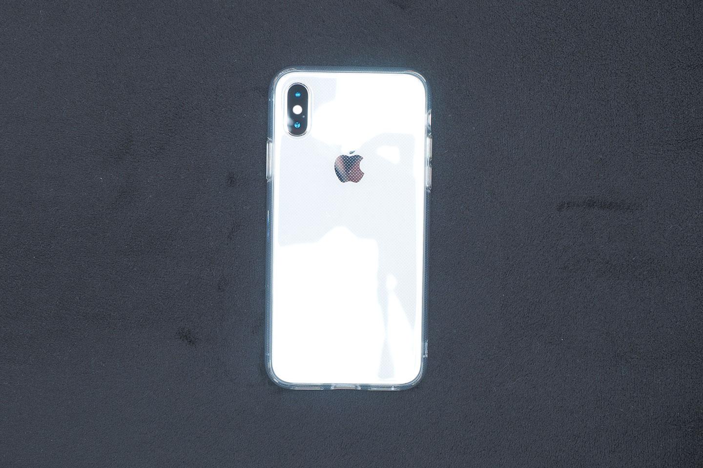 ESRネイキッドをiPhoneXSに装着したところ(背面)