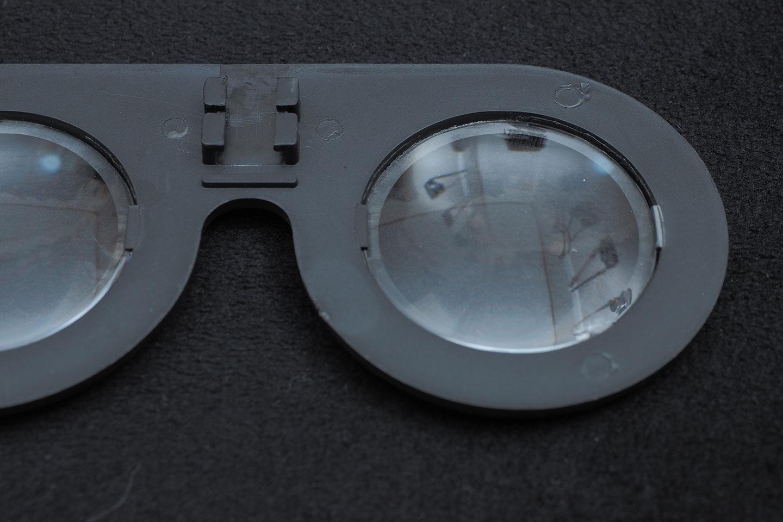 100円ショップダイソーのVRグラス(VRメガネ)レンズ部分。