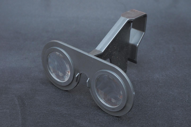 100円ショップダイソーのVRグラス(VRメガネ)組み立てた表面。