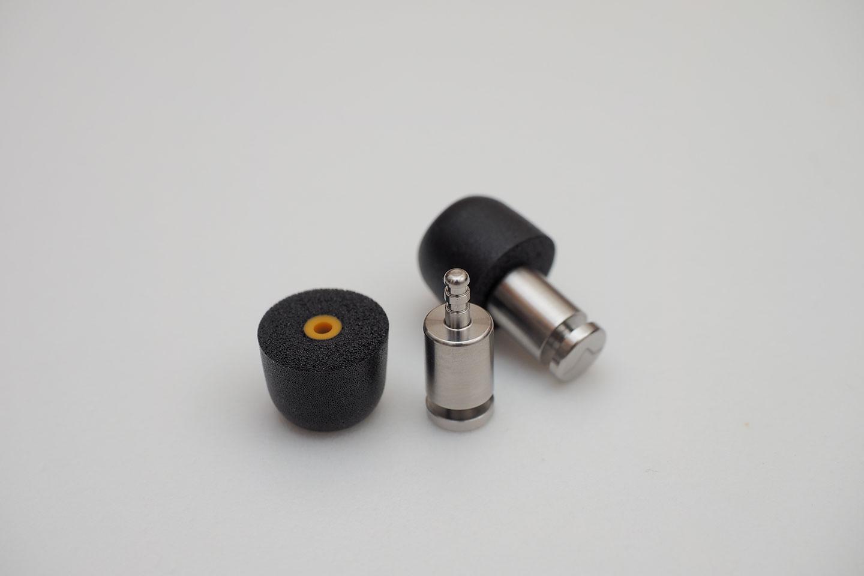 ISOLATE(R) MiNi PRO Earplugs 本体にウレタンピース(EARFOAMS®)のMサイズを装着