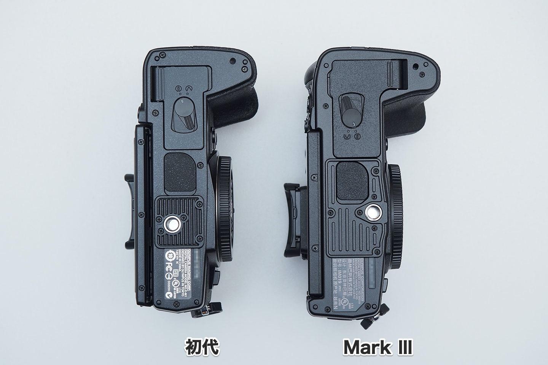 E-M1初代とMarkⅢ_底面