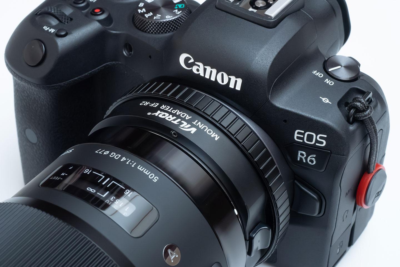 EOS R6 に装着した VILTROX EF-R2 と SIGMA ART 50mm F1.4